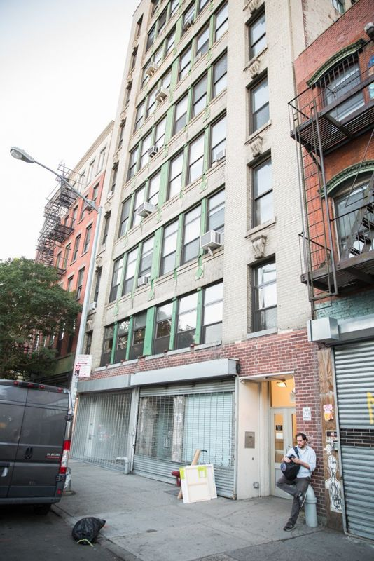 building at 195 Chrystie Street