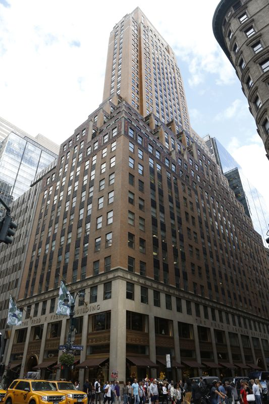 building at 551 5th Avenue