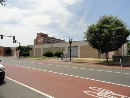 building at 1071 Washington Street