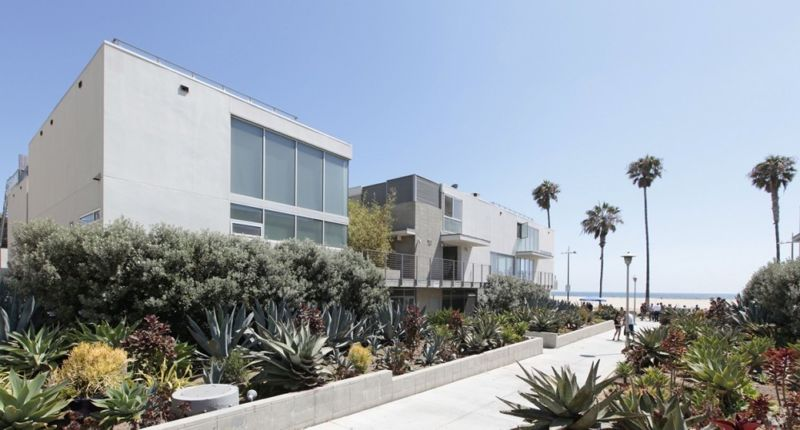 building at 619 Ocean Front Walk