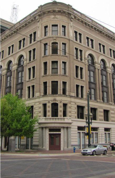 building at 917 Franklin Street