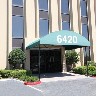 building at 6420 Richmond Avenue