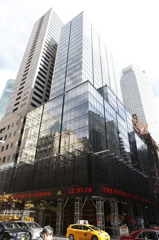 building at 565 5th Avenue