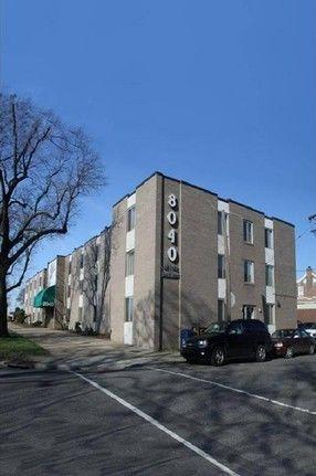 building at 8040 Roosevelt Boulevard